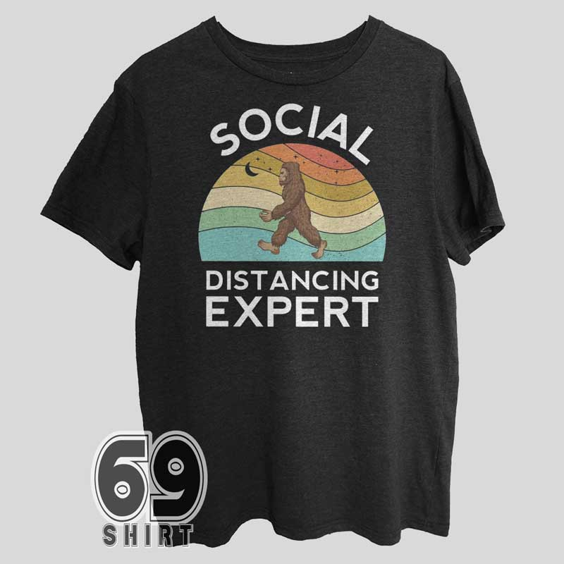 social-distancing-expert-t-shirt